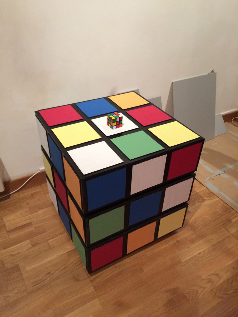 meuble rubik 39 s cube artiste ben. Black Bedroom Furniture Sets. Home Design Ideas