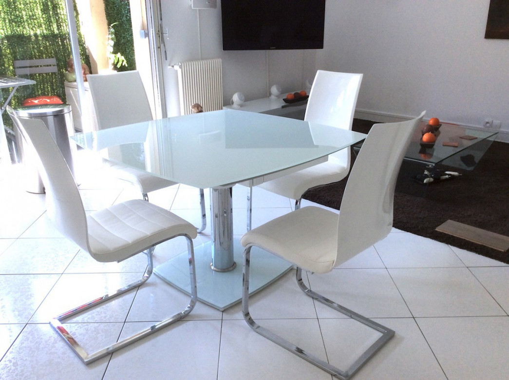 Table Ronde Travertin Chaises Roset