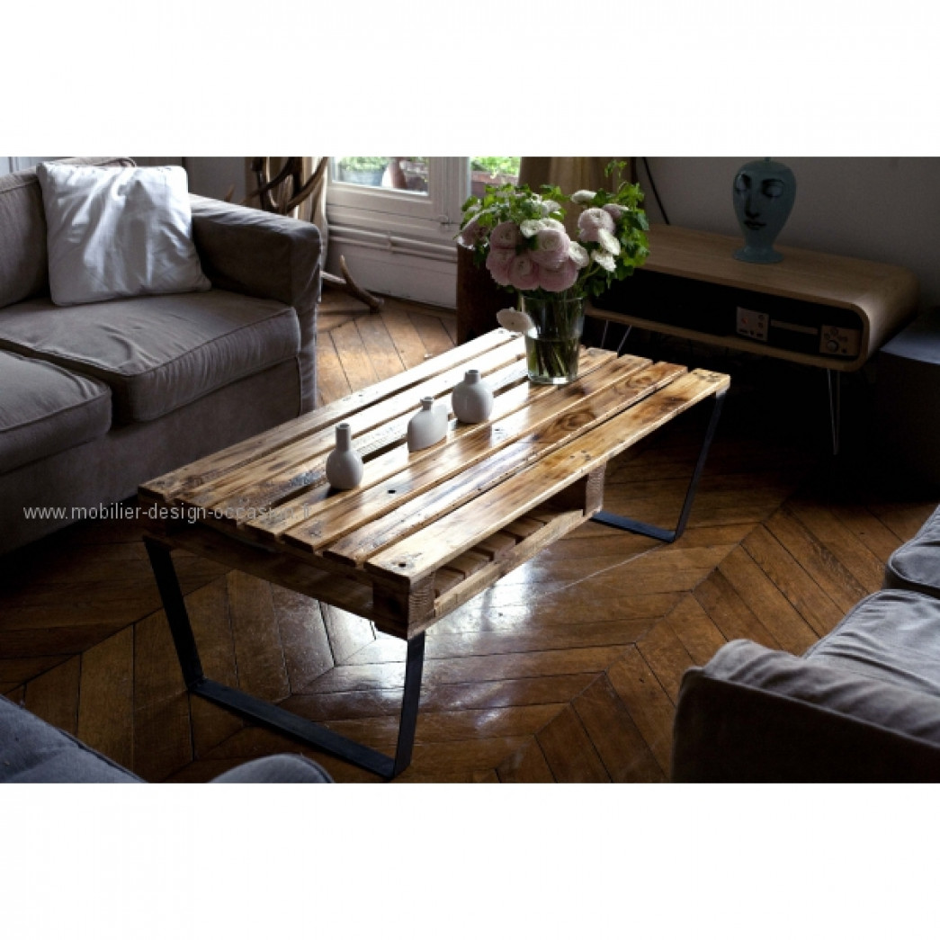 Table basse en palette recycl e et caisse de vin moi m me for Table design industriel