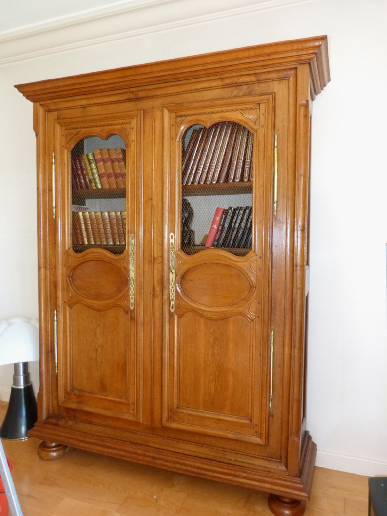 armoire biblioth que en ch ne. Black Bedroom Furniture Sets. Home Design Ideas