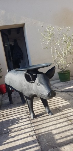 pig table,Moooi,FRONT