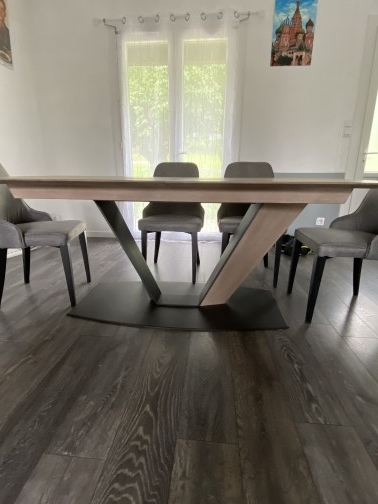 Jule table pied central