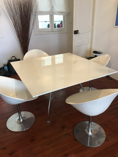 Table Kartell glossy blanche laquée