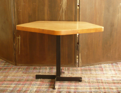Table pentagonale ,Charlotte Perriand(2)