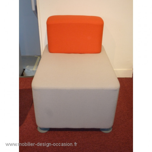 Chauffeuse grise et rouge,Steelcase ,John Small(1)
