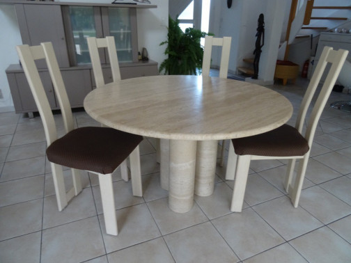 Table ronde travertin + chaises